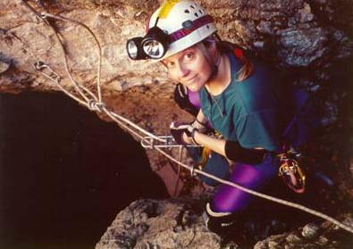 Penelope Boston en mission dans une caverne sur Terre... à quand l'exploration des profondeurs de Mars ? © Astrobiology, Dr Penelope Boston