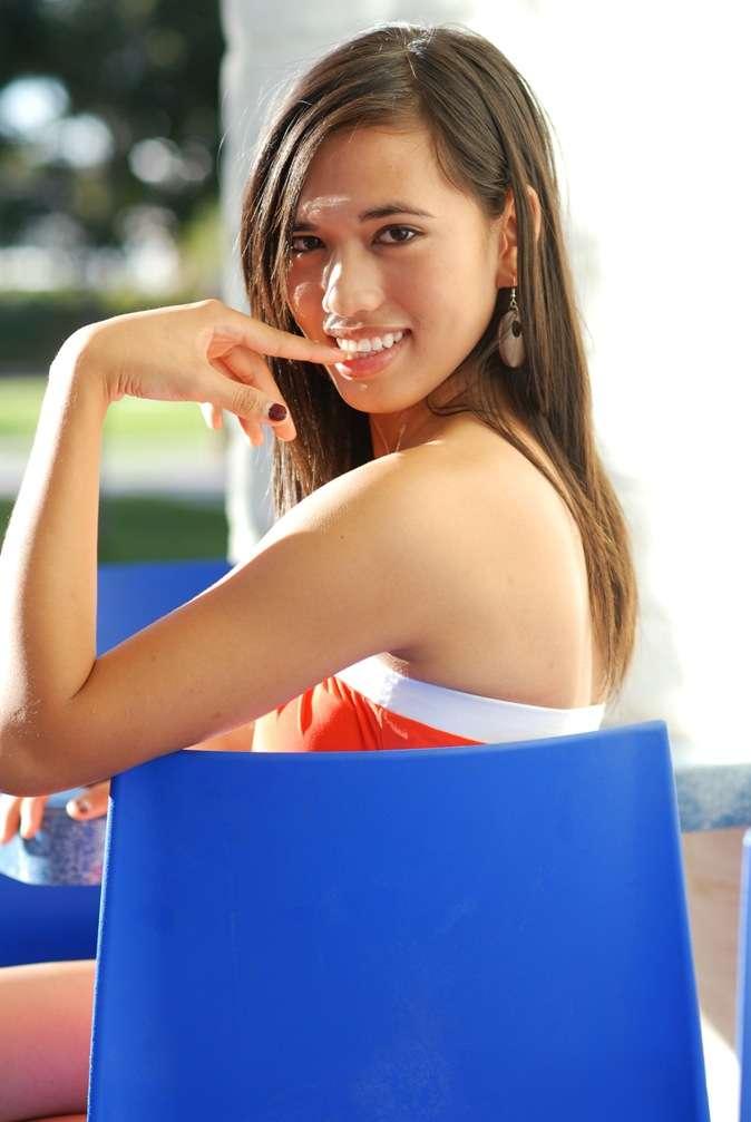 Si la tradition occidentale veut le plus souvent que ce soit les hommes qui fassent le premier pas, certaines femmes savent aussi manifester leur attirance aux personnes qui leur plaisent : c'est la proceptivité. © Phartisan, www.stockfreeimages.com
