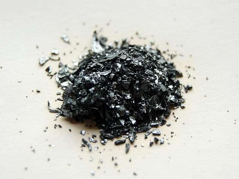 L'iode se présente le plus souvent sous forme de diiode I2, un solide gris. © Benjah-bmm27, Wikimedia Commons, DP