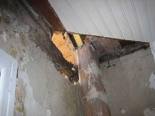 Les boisseaux assemblés forment le conduit interne qui va de la source de chauffage au plafond. © olivier Gobet, CC BY-NC-ND 2.0, Flickr