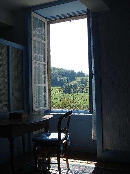 La fenêtre est un élément architectural permettant l'éclairage et l'ouverture sur l'extérieur. © NdFrayssinet, CC BY-3.0, Wikimedia Commons