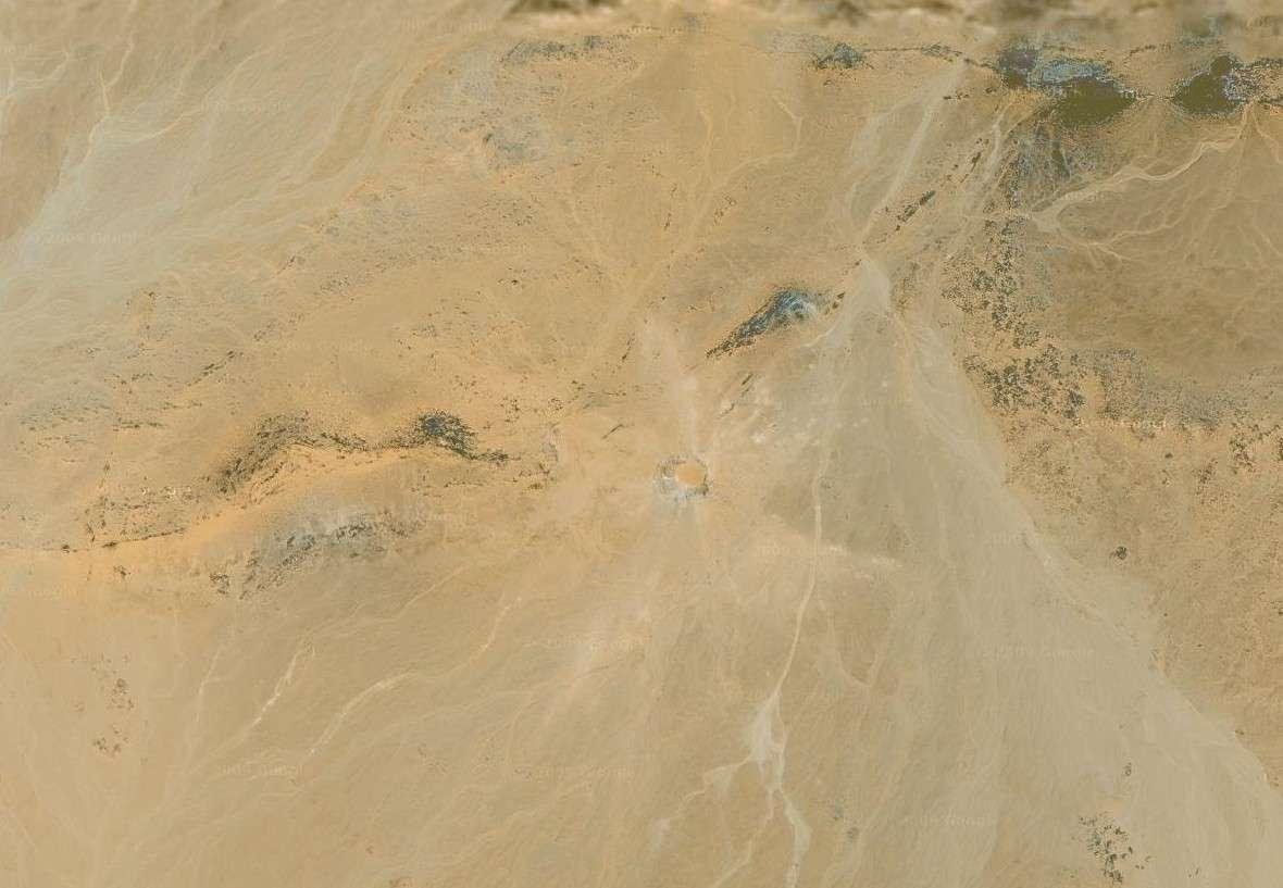 C'est grâce aux images satellites que le cratère Kamil (au centre de cette photographie montrant un coin du désert égyptien) a été découvert en 2008. Crédit Google Earth