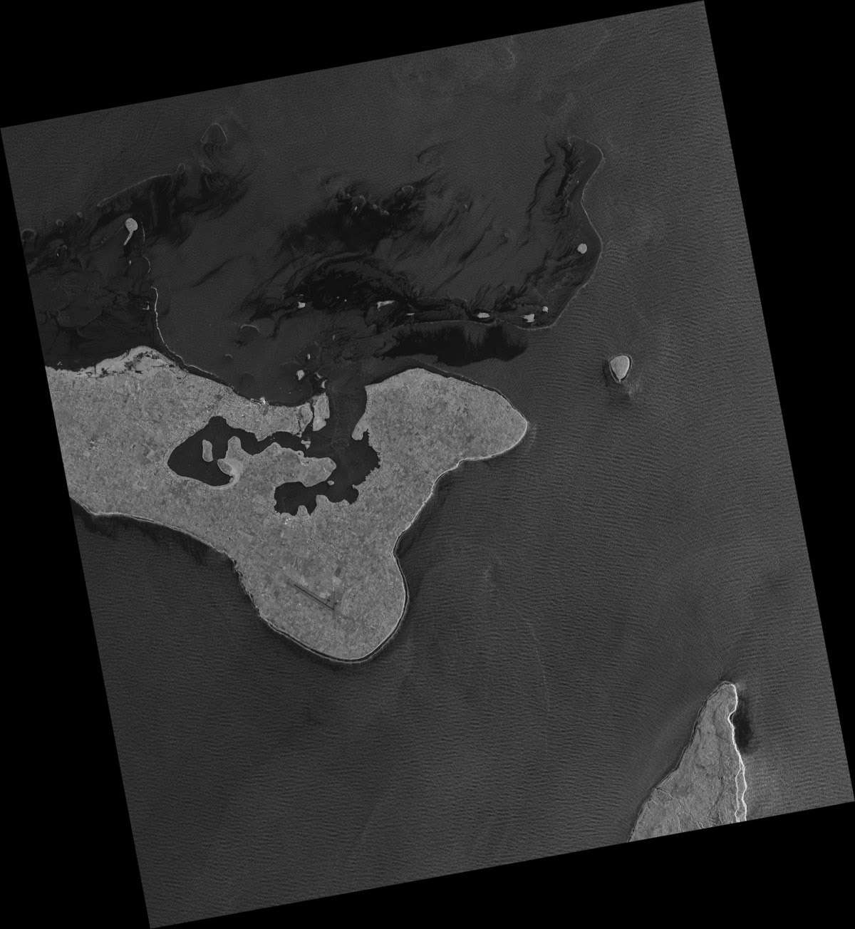 Aujourd'hui, Cosmo-SkyMed fournit environ 1.800 images, de jour comme de nuit et quelle que soit la couverture nuageuse. Cette image montre Nuku'alofa, la capitale des îles Tonga. © Agence spatiale italienne
