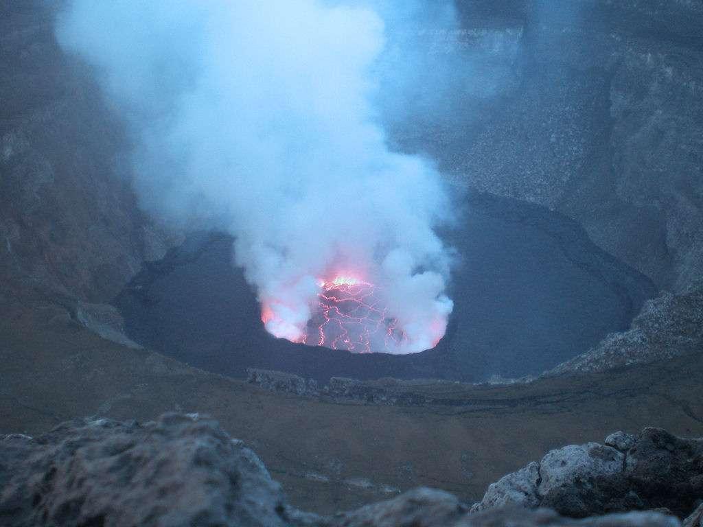 Vue sur le lac de lave permanent du Nyiragongo. Crédit : Albert_pro/ Flickr - Licence Creative Common (by-nc-sa 2.0)