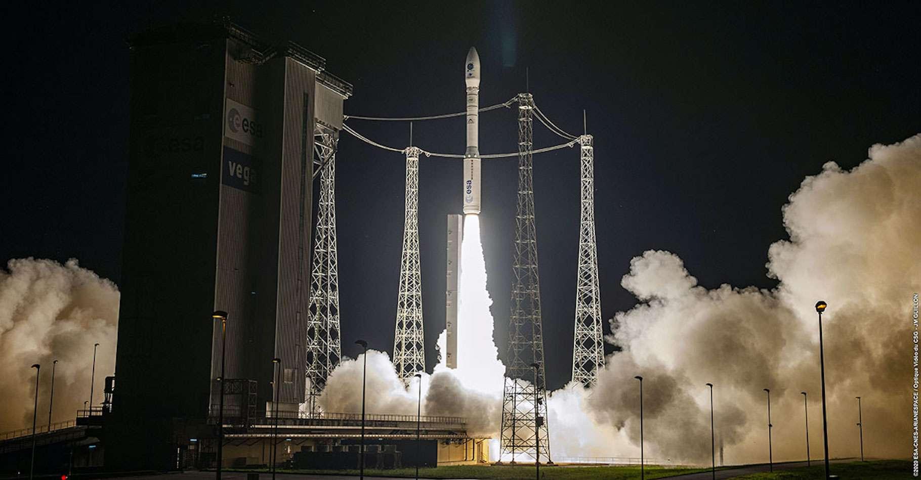 Le lanceur européen Véga a décollé de la base de Kourou, en Guyane française. Un premier vol pour le service européen de mission pour petits vaisseaux spatiaux (SSMS). © Arianespace