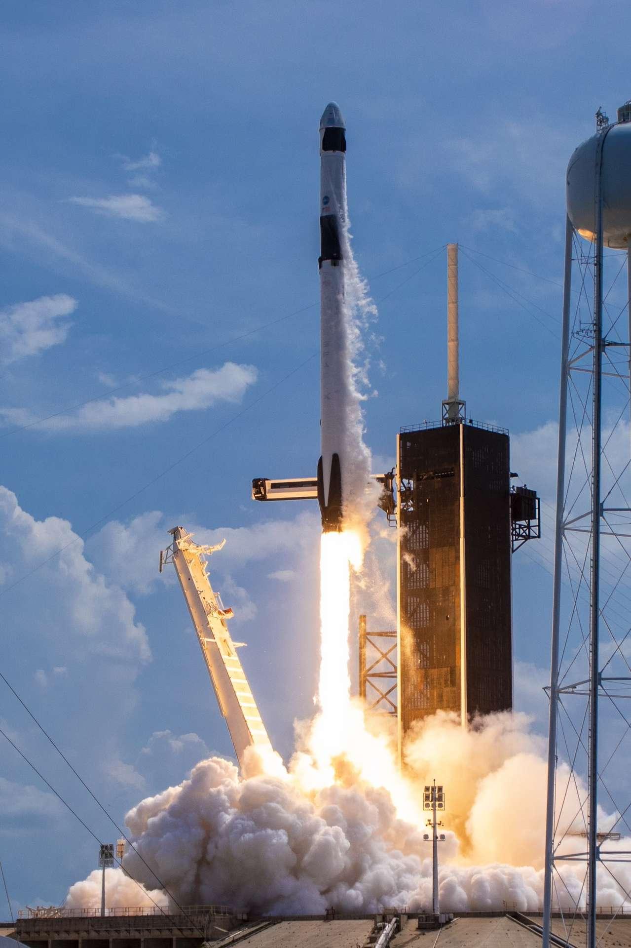 La fusée Falcon-9 de SpaceX s'est envolée ce samedi 30 mai à 21 h 22 heure française avec, à son bord, les deux astronautes américains Bob Behnken et Doug Hurley. © Nasa