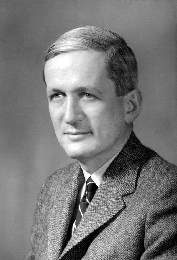 Le prix Nobel de physique Norman Ramsey, né en 1915, est décédé à l'âge de 96 ans en 2011. Il est bien connu pour son invention en 1960 de la première horloge atomique basée sur un maser à hydrogène. © Adrienne Kolb, Fermilab History & Archives Project