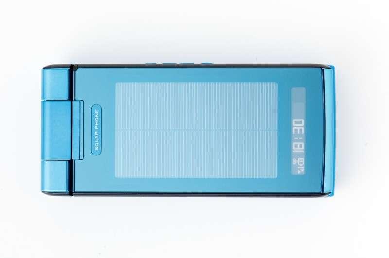 Le SH002, vendu au Japon, profite – un peu – de l'énergie solaire. © Tech News