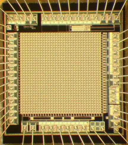 Le dernier prototype de capteur où l'on discerne clairement les 1.024 pixels ou SPAD. © 2009 MEGAFRAME - Million Frame Per Second, Time-Correlated Single Photon Camera