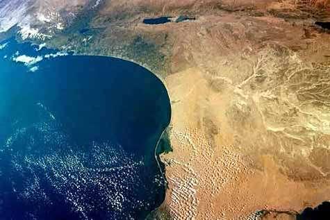 La Méditerranée vue depuis Columbia en janvier 2003, où apparaissent l'Egypte et la côte israélienne. Crédit Nasa