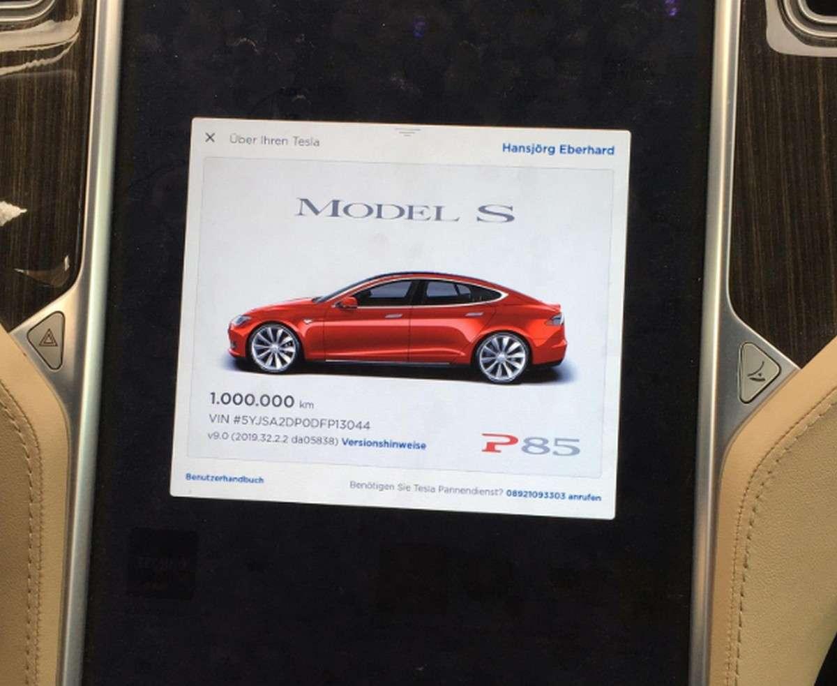 L'écran de la Tesla Model S de Hansjörg Gemmingen juste avant qu'il ne franchisse le seuil du million de km. © Hansjörg Gemmingen