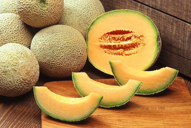 Le melon est un fruit d'été au goût très sucré. © DR