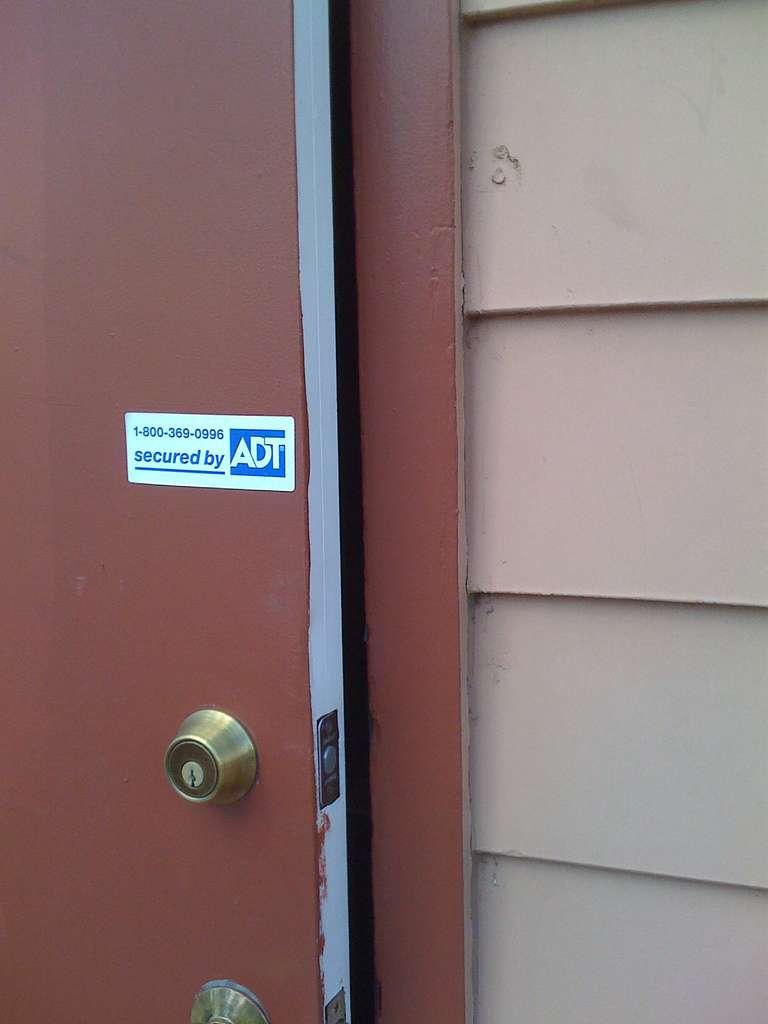 Achat d'une porte blindée : la certification A2P prend en compte la porte elle-même mais aussi la serrure. © mmechtley, Flickr, CC BY-SA 2.0