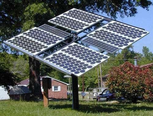 Des modules photovoltaïques différents pour des utilisations différentes. © Living Off Grid, Flickr, CC BY 2.0