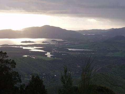 Vue de la baie de Dumbea depuis les Monts Koghis (Nouvelle-Calédonie)Courtesy of Gregory M.Plunkett (Associate professor of Biology)