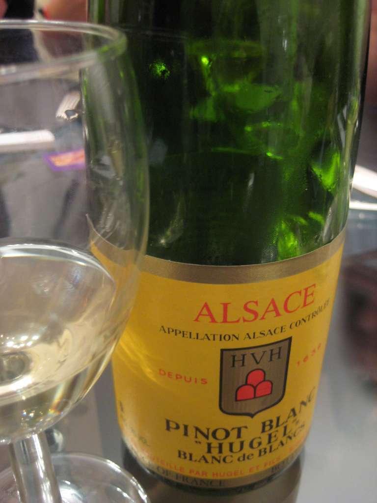 Le Pinot blanc est un cépage qui vient de Bourgogne. Il est installé aujourd'hui en Alsace. © Annie Mole, Flickr, CC BY 2.0