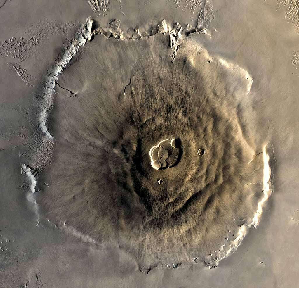 Le Mont Olympe dans toute sa majesté, vu par Mars Global Surveyor. Crédit Nasa
