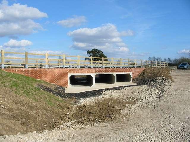Ce nouveau canal souterrain fait partie des aménagements de prévention des crues de Fordingbridge (Royaume-Uni). © Clive Perrin, Geograph CC by-sa 2.0