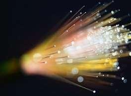 Les défauts - pourtant minimes - des fibres optiques pourraient servir à camoufler un signal porteur d'informations.