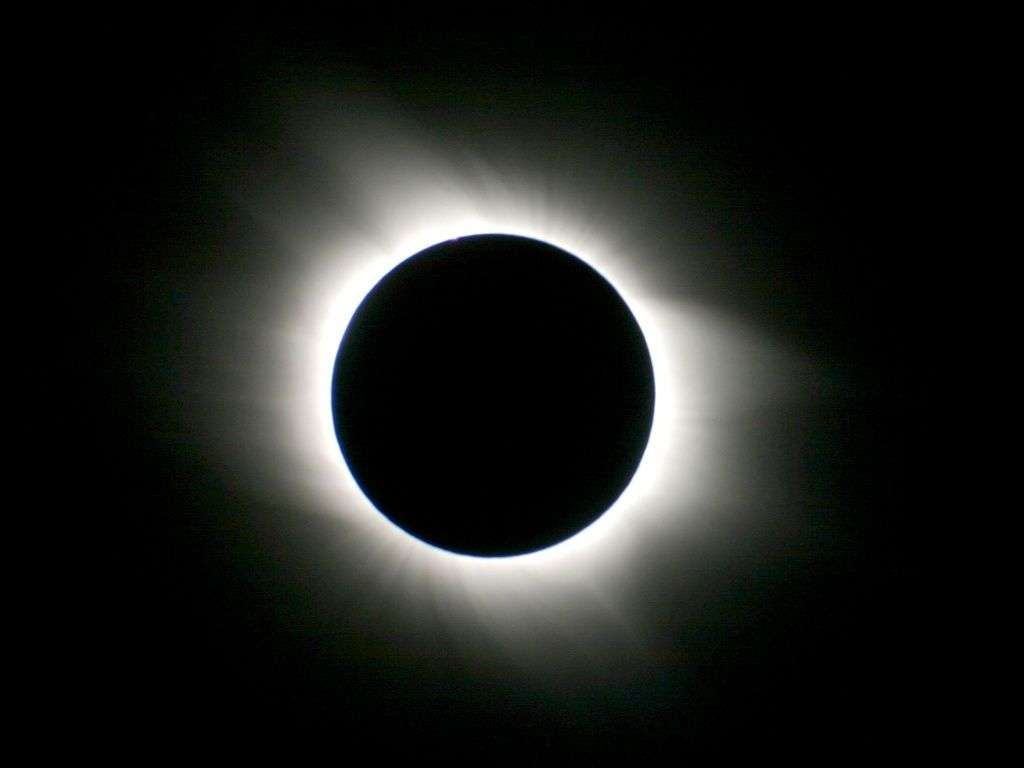 Le buzz du mois : une éclipse de Soleil le 20 mars. L'ombre de la Lune a couru au nord de l'Atlantique et de l'Europe. © L. Ferrero