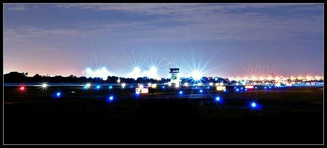 Le recours au maïs phosphorescent pour guider les avions en été pourra peut-être un jour réduire les factures d'électricité de manière considérable. © [evan hunter], Flickr, CC by-nc-nd 2.0