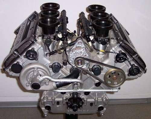 Un moteur classique à combustion interne d'automobile. © DR