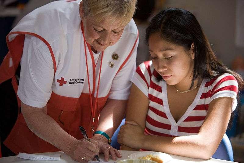 Le bénévolat serait une pratique bénéfique pour la santé, aussi bien mentale que physique. À aider les autres, on s'aiderait soi-même ! © Andrea Booher, FEMA Photo Library, Wikipédia, DP