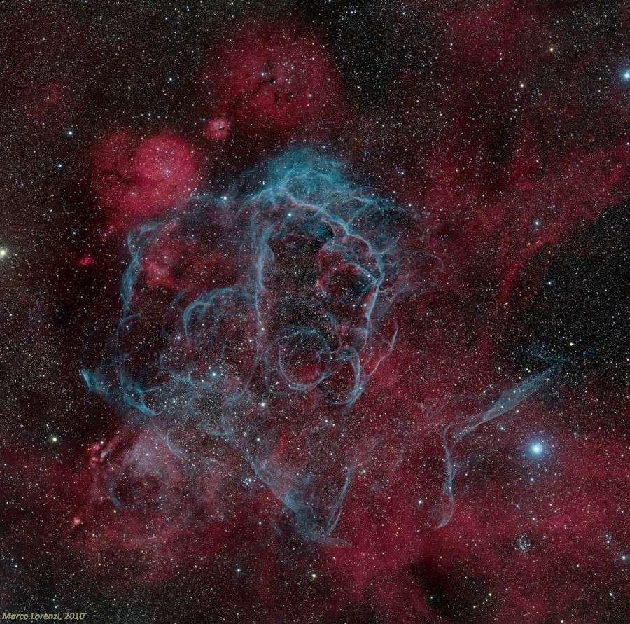Le rémanent de la supernova des Voiles, une fine broderie céleste qui cache un terrible pulsar. © Marco Lorenzi