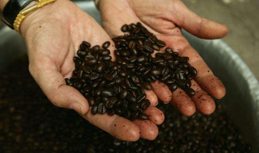 En 2013, le marché du commerce équitable en France reste marginal : seul un ménage sur trois achète des produits issus du commerce équitable. © Fair Trade Laos, Flickr, cc by 2.0