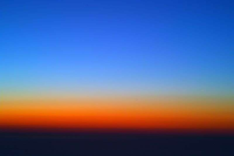 Bleu, rouge, pas de blanc : un crépuscule par temps sans nuages. © WikiCommons