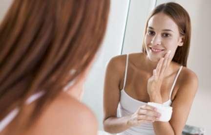 Des conseils pour chaque type de peau, pour avoir un joli teint en hiver. © Phovoir