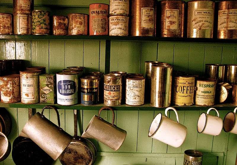 Selon l'Anses, les produits conditionnés en boîtes de conserve représentent 50% de l'exposition alimentaire au bisphénol A. © Serge Ouachée, Wikimedia Commons, cc by sa 3.0