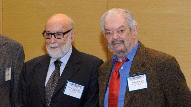 De gauche à droite, François Englert et Robert Brout, les codécouvreurs du mécanisme de Brout-Englert-Higgs, lors de la remise du prix Sakurai 2010. © Self, Wikipédia, DP