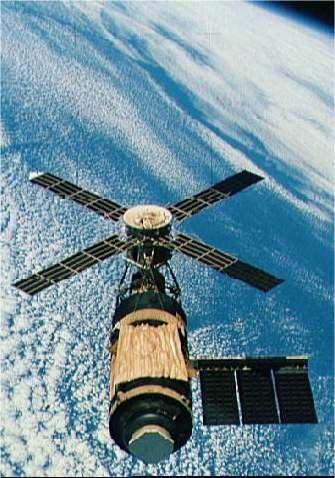Skylab en orbite terrestre. Crédit Nasa