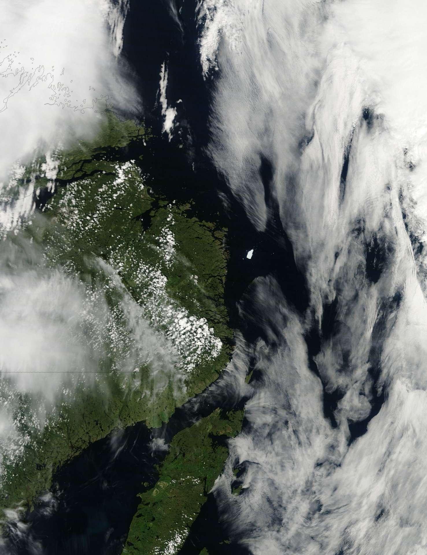Le satellite américain Terra a photographié l'île de glace Petermann le 20 juillet 2011. © Nasa/Terra/Jeff Schmaltz/Michon Scott
