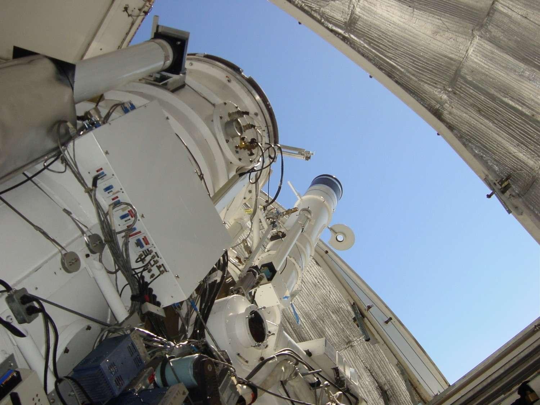 Avec son miroir de 1,6 mètre de diamètre, le New Solar Telescope est le plus puissant télescope solaire actuellement en service. © BBSO