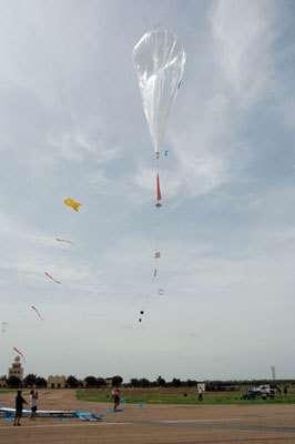 Ballon-driftsonde © AMMA-cnes, ph. Cocquerez