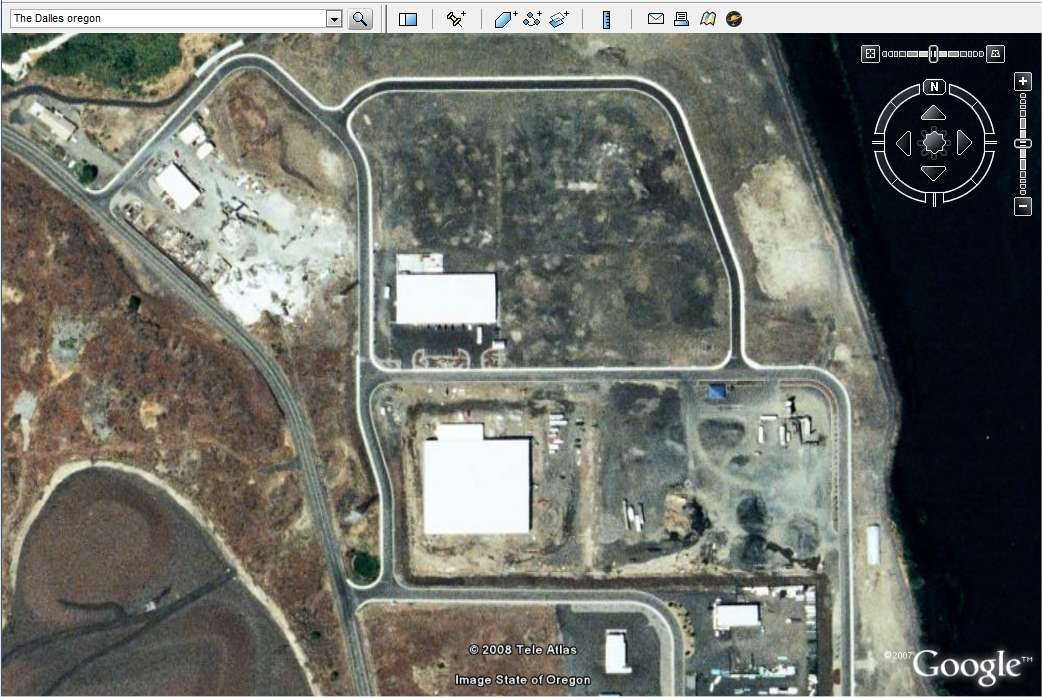 Où les données de Google Drive seront-elles stockées ? Ici les bâtiments abritant les serveurs de Google à The Dalles, dans l'Oregon, sur des terrains où il reste manifestement de la place. (image Google Earth).