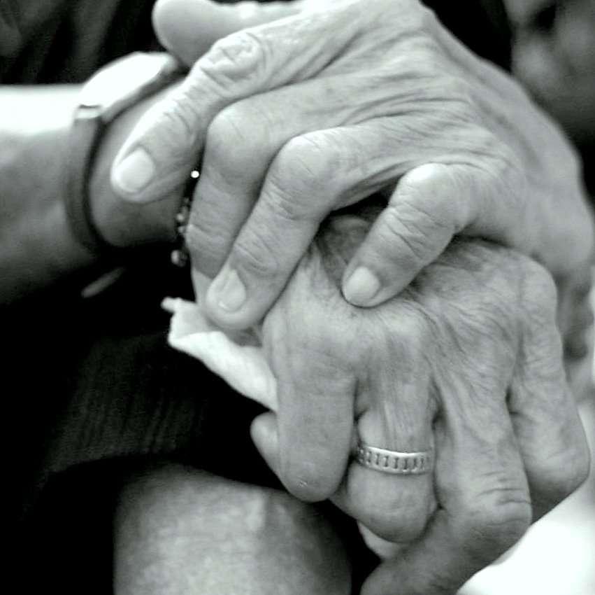 La question de la fin de vie pose toujours question. Faut-il laisser vivre ou faire mourir ? Le CCNE a tranché : il faut laisser mourir. © Jefferson Siow Wedding Photography, Flickr, cc by nc nd 2.0