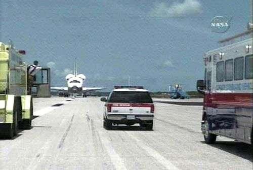 Endeavour après son atterrissage. Capture NASA-TV.