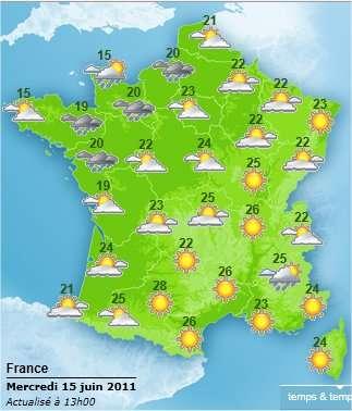 Les prévisions de Météo-France pour la France métropolitaine ce soir (15 juin). On remarque une bande de nuages et de pluies entre la Seine-Maritime et la Loire. Pour le début de nuit, les prévisions restent similaires. © Météo-France