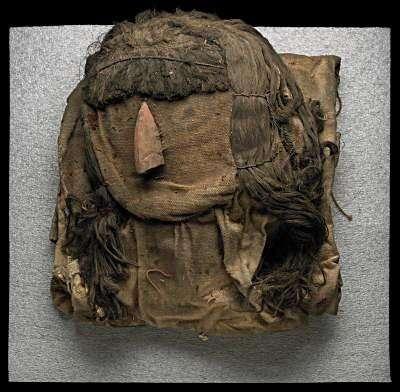 Le masque péruvien vu de manière conventionnelle, dont aucun indice ne laisse supposer la présence de coquilles à l'intérieur du bourrage. © John Weinstein/The Field Museum