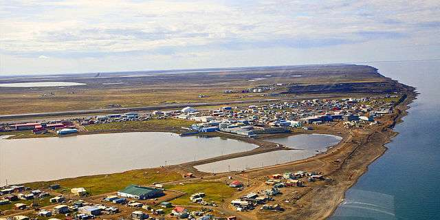 La Pointe Barrow ou Nuvuk est une péninsule de la côte arctique dans l'état de l'Alaska, à 14 km au nord-est de la localité de Barrow (vue aérienne). C'est le point le plus septentrional de l'Alaska et des États-Unis. © Wikimedia Commons, cc by sa 2.5