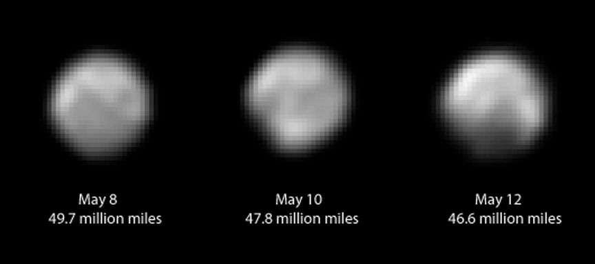 La surface de Pluton apparaît de plus en plus détaillée sur ces images réalisées avec le télescope Lorri de la mission New Horizons, entre le 8 et le 12 mai 2015. La présence d'une calotte polaire semble se confirmer. On remarque sur ces images (traitées avec la méthode de déconvolution) des structures contrastées et relativement complexes. La sonde était alors à 77-75 millions de kilomètres de la planète naine. Elle la survolera le 14 juillet prochain. © Nasa, JHUAPL