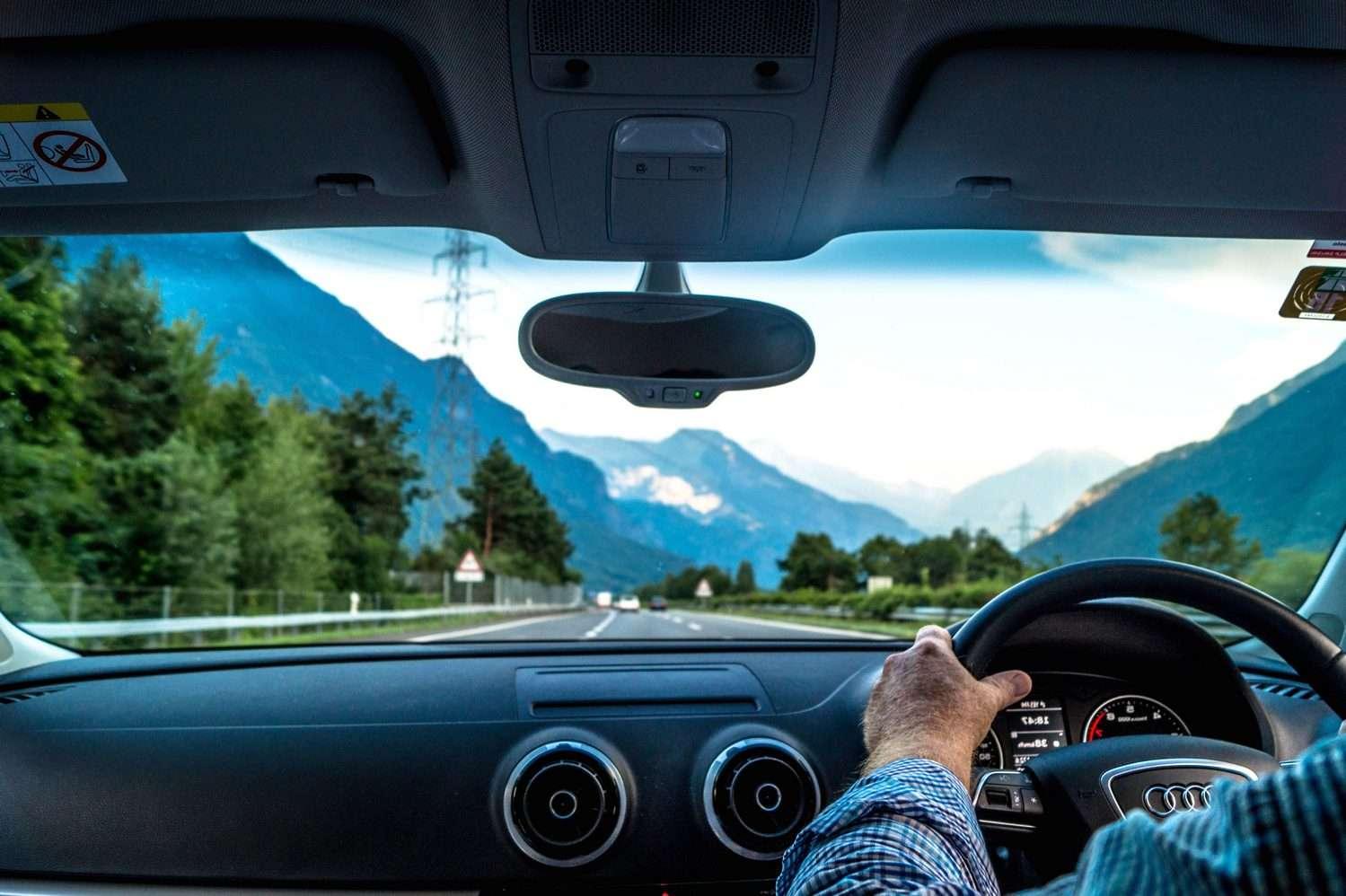 Le brevet d'Apple pour la détection des fissures dans les parebrises utiliserait la résistance électrique d'un film conducteur. © Pixnio