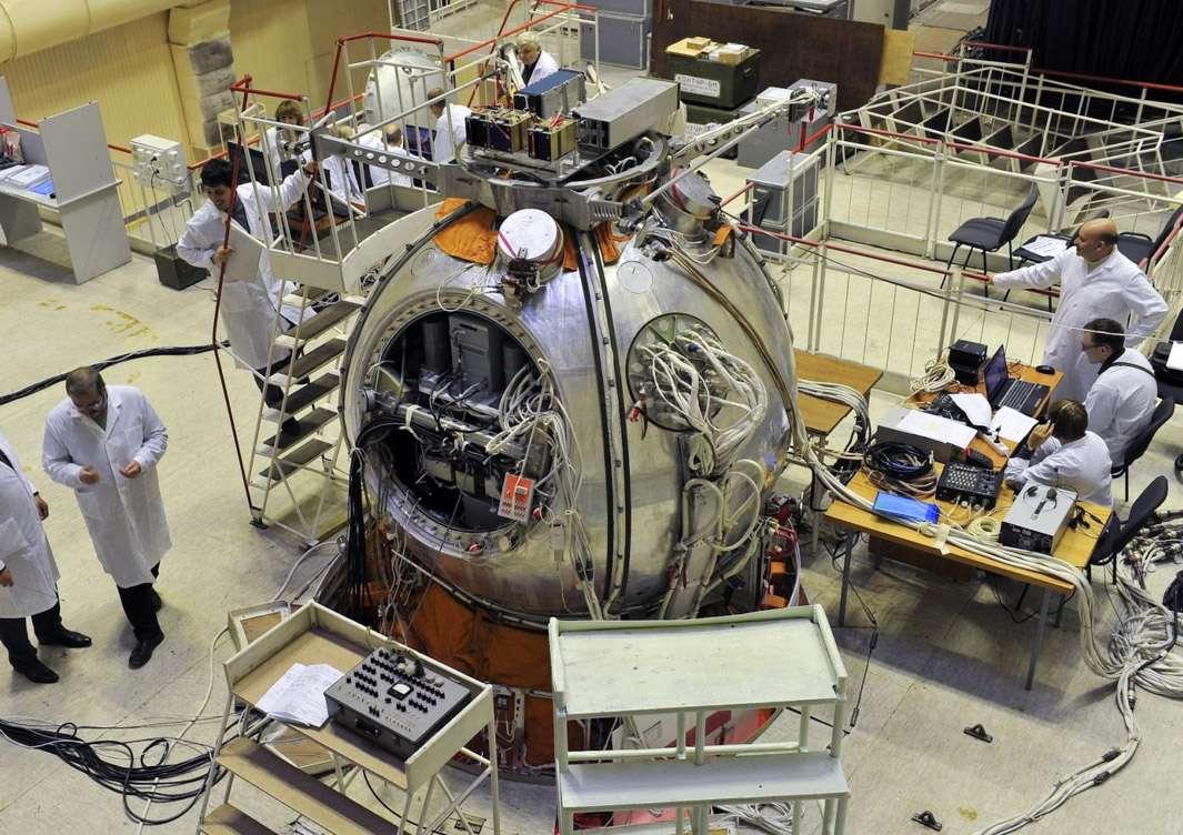 Les capsules Bion datent des années 1970, et ont été conçues par l'Agence spatiale russe pour étudier des êtres vivants en apesanteur. Le programme Bion a été arrêté à la fin des années 1990. Il reprend aujourd'hui avec la capsule modernisée Bion-M1 (première capsule modernisée, d'où la dénomination M1). En cas de succès, d'autres vols sont prévus. © TsSKB Progress