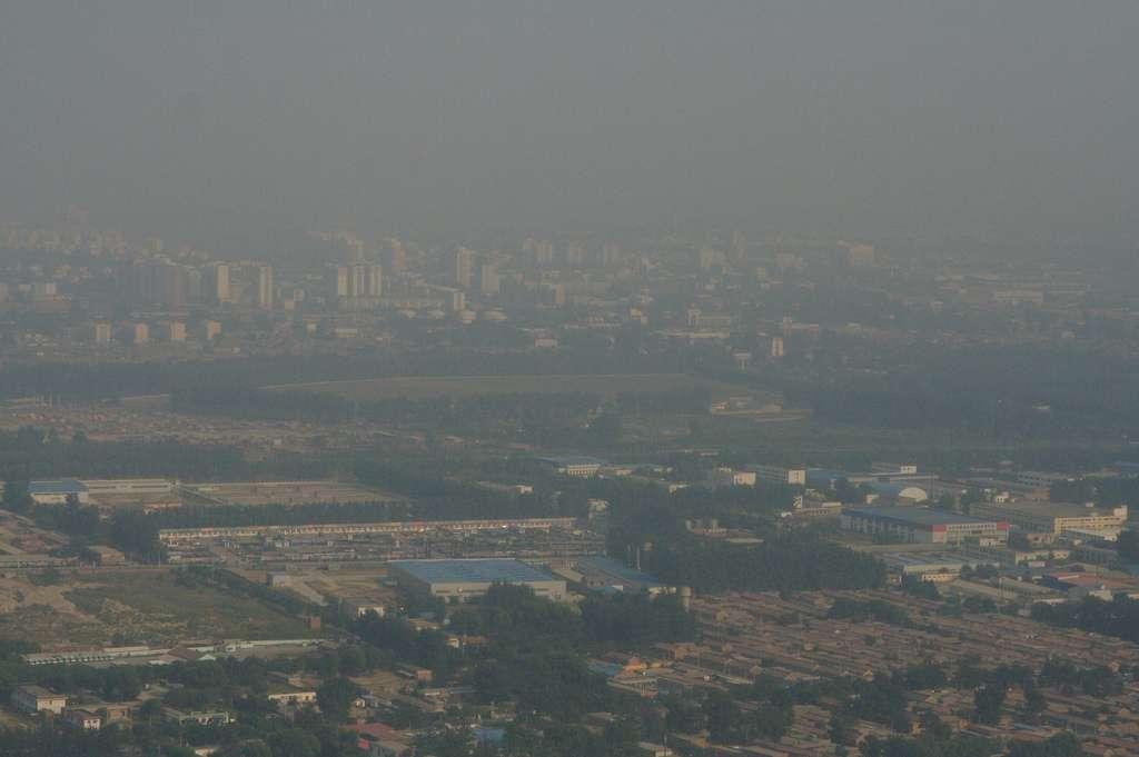 À Pékin et dans d'autres métropoles chinoises, la densité des particules atteint régulièrement des taux dépassant de près de 40 fois le plafond préconisé par l'OMS. Récemment, une fillette de 8 ans a développé un cancer du poumon dans ce pays, où le nombre de décès dus au cancer a été multiplié par quatre en 30 ans. © Proggie, Flickr, cc by nc nd 2.0