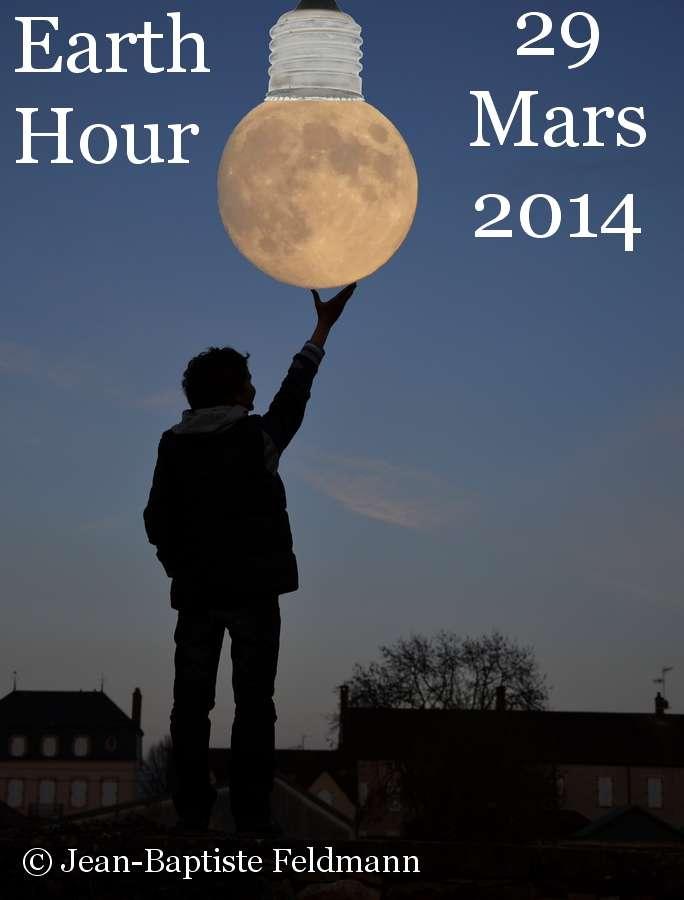 L'Earth Hour (illustrée ici par Jean-Baptiste Feldmann) est un événement organisé à l'échelle de la planète, pour signifier l'importance de réfléchir à nos productions et nos consommations d'énergie. Au passage, profitons-en pour regarder les étoiles, qui nous attendent derrière les lampadaires. © Jean-Baptiste Feldmann