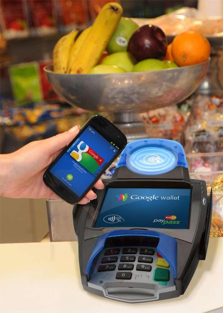 Pour payer avec Google Wallet, il faut approcher le téléphone à moins de 4 cm du récepteur et choisir un mode de paiement (carte bancaire Citygroup ou carte virtuelle prépayée). © Google