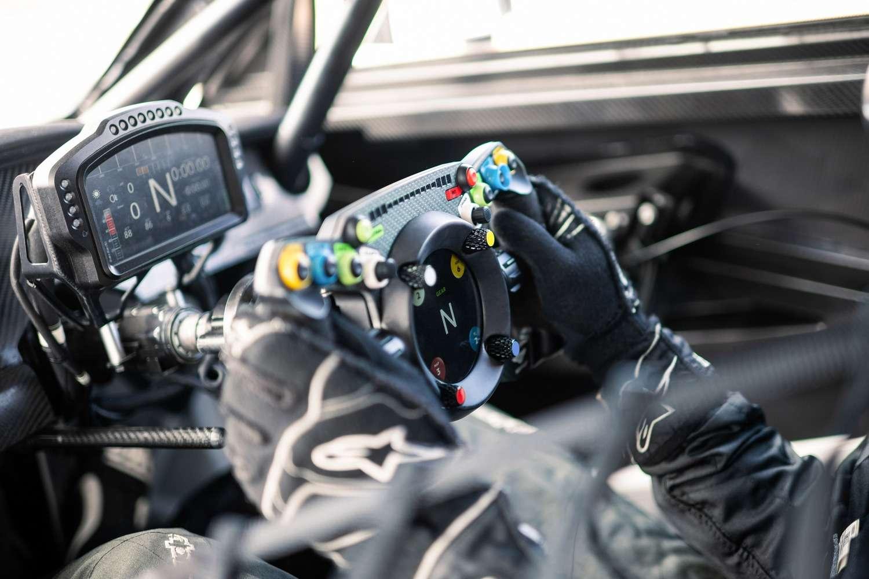 Le volant Podium Steering Wheel Bentley GT3 développé par la fabricant d'accessoires pour simulateurs de course auto Fanatec en partenariat avec Bentley. © Bentley
